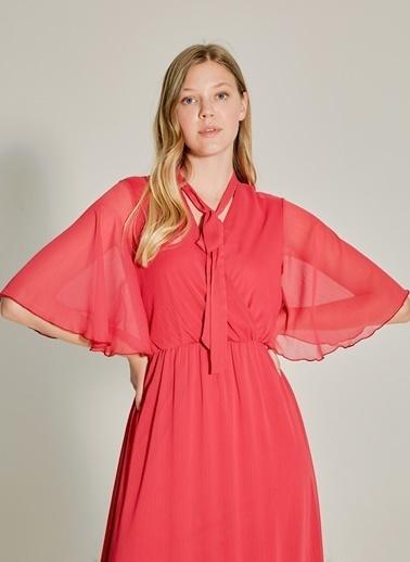NGSTYLE Fular Detaylı Kruvaze Elbise Kırmızı